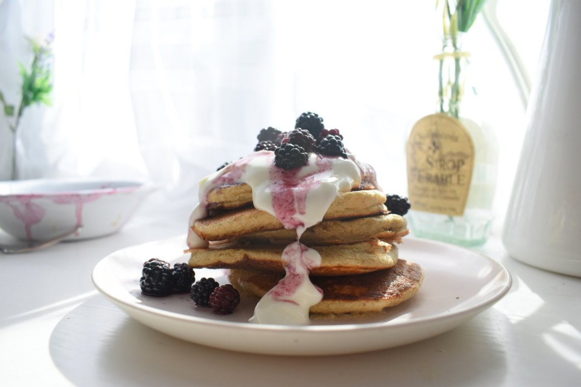 blackberry banana oat pancakes